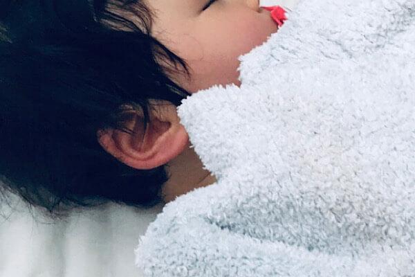 【赤ちゃんの耳くそ・耳垢問題】掃除はしなくていいって本当?まさかの耳くその正体とは!!